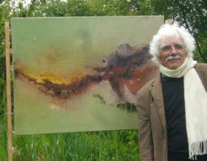 JP Pineau devant une de ses toiles pour le festival L'Art prend l'air, édition 2013
